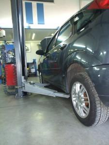 Limarski radovi NS Fokus Group Auto servis - dizalica